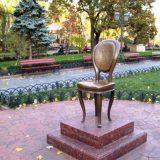Памятник Ильфу и Петрову «12-й стул»