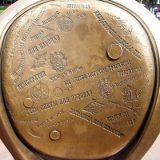 Пам'ятник Ільфу і Петрову «12-й стілець»